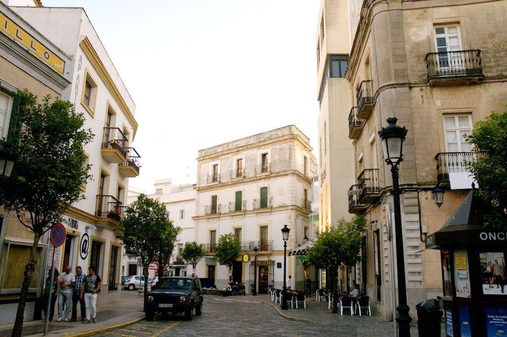 Centre du village de Tarifa et rue en pavées