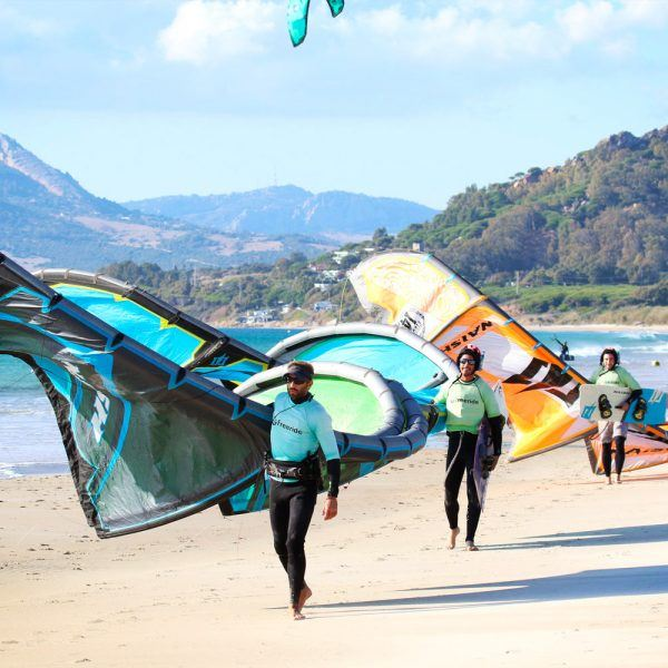 Semi-private class. 2 kites for 2 persons. Los Lances beach. Freeride Tarifa kitesurfing school.