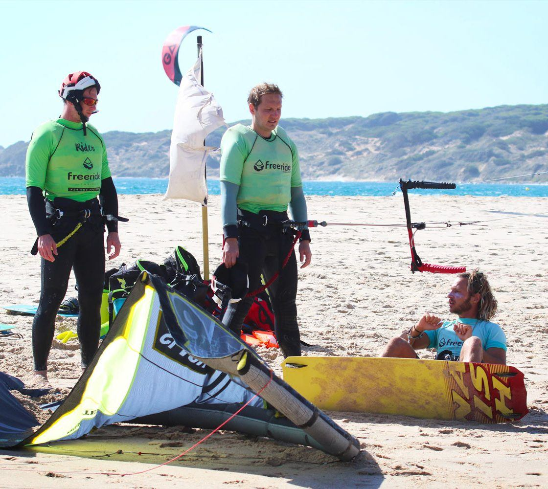 How to waterstart with the board. Kiteboarding lessons in Valdevaqueros beach. Kitespots in spain.