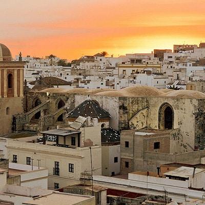 Pueblo de Tarifa al puesta del sol