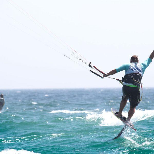 pratique du kitefoil, sport de glisse