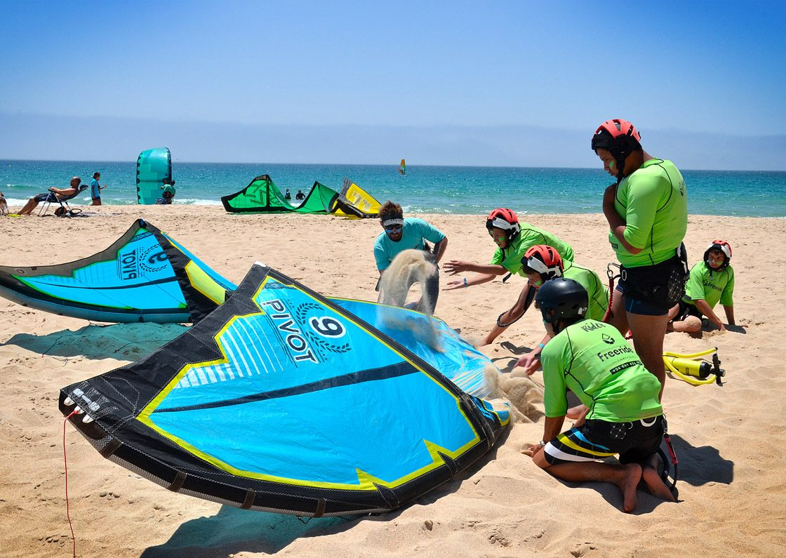The best practice to adopte for kitesurfer and beginner. Group lessons in Tarifa with Freeride Tarifa.