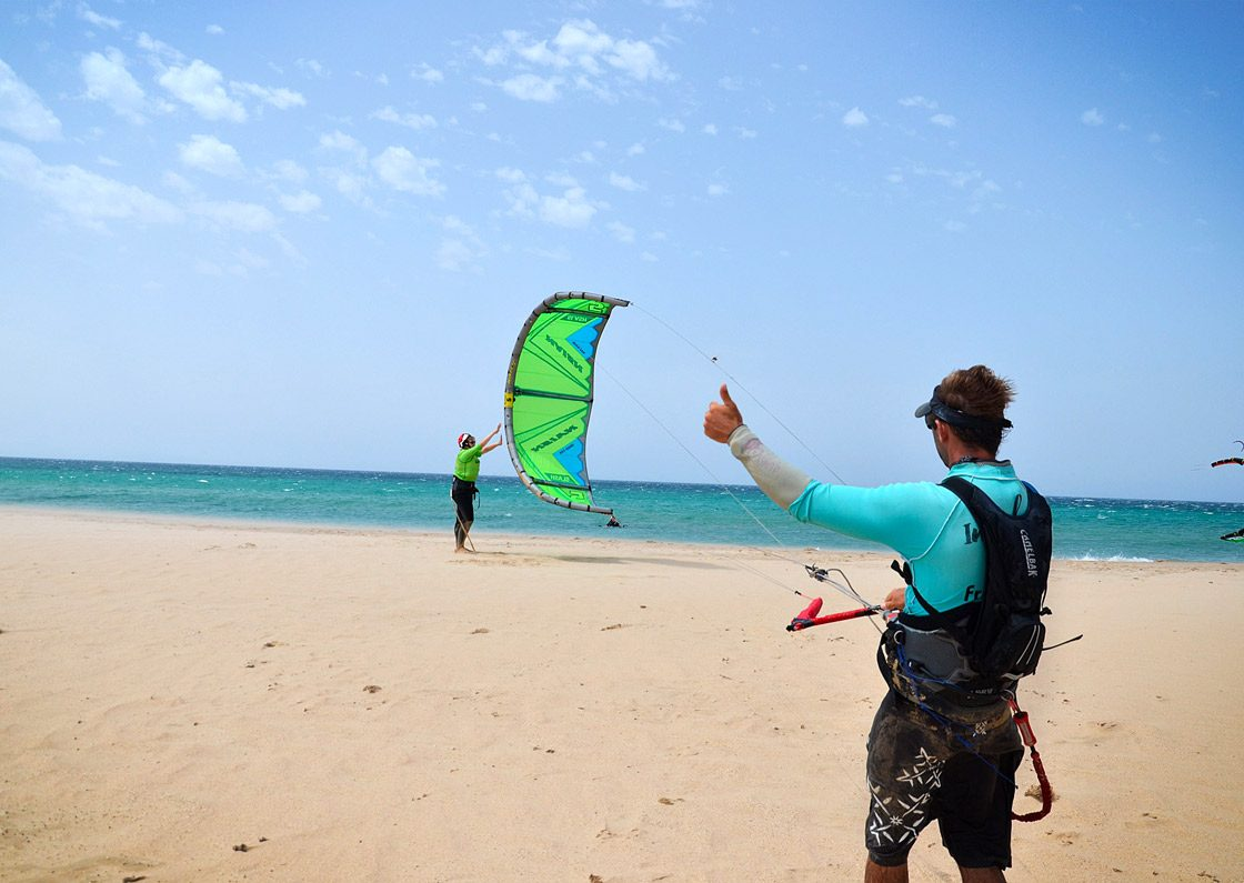How to launch the kite. Kitesurfing classes in tarifa.