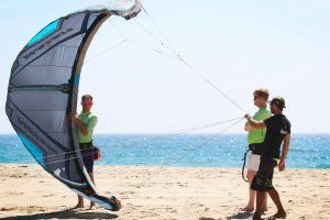 Learn how to launch the kite on the beach