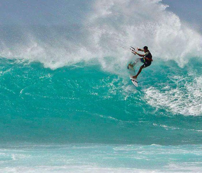 GKA au Portugal pour la compétition dans les vagues en Strapless