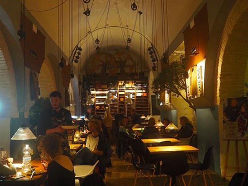 Restaurant Silos 19, the best Tapas Bar in Tarifa, Fresh Tuna, Pulpo