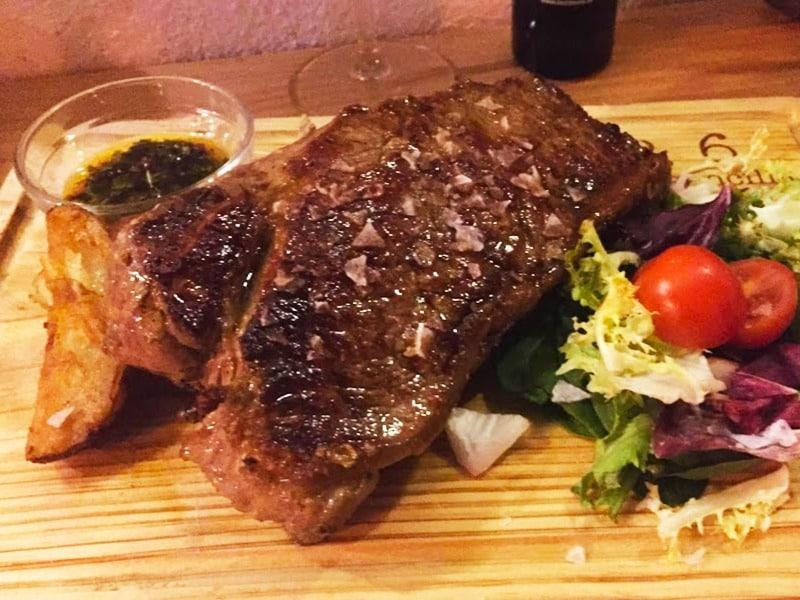 no-6-cocina-sencilla-Tapas-Bar-Tarifa-Restaurants in the old town with gorgious meat
