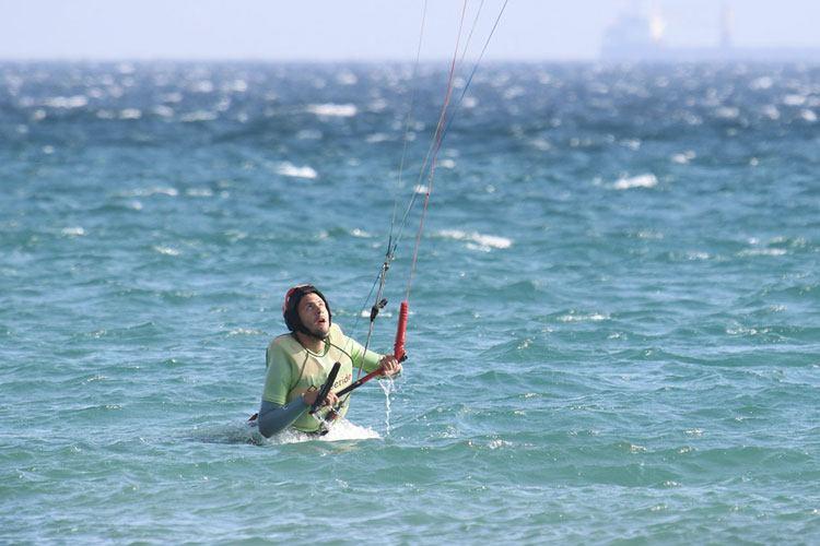 Apprendre le kitesurf à Tarifa, nage tractée