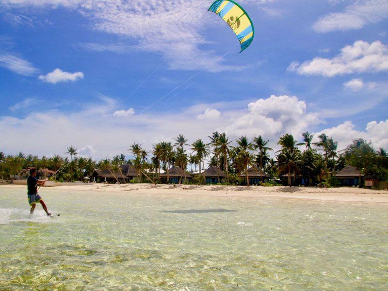 Kitesurf in crystal water Siargao Philippines