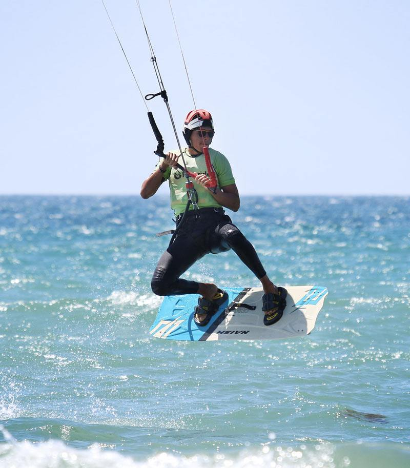 Learn how to jump in kitesurfing Tarifa