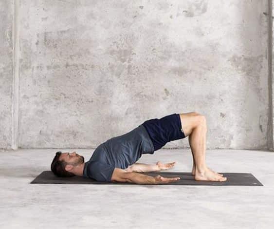 Le Yoga aide pour les problèmes de dos - Bridge pose