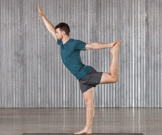 Ouvrir les hanches, étirer les epaules et abdomen avec la Pose Dance du Yoga